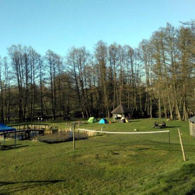 Pole namiotowe, boisko do siatkówki